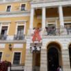 Lazo rojo en el Ayuntamiento de Badajoz